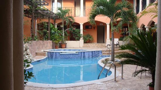 Posada de Don Juan : lobby pool