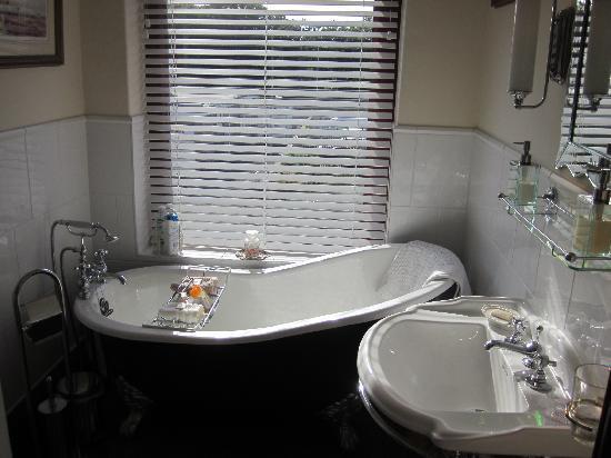 Albany House Bed and Breakfast Peel: Fraser Room e/s Bathroom