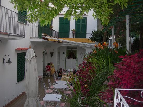 Hotel Matarese: Sala esterna Colazione - Pranzo - Cena