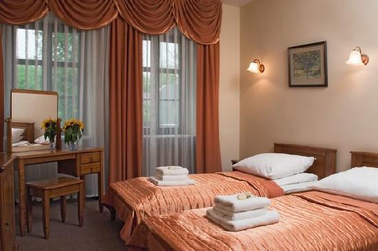 Eden Hotel: twin room