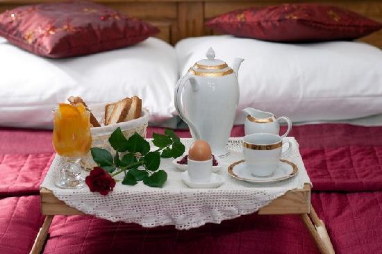Eden Hotel: double room- romantic breakfast