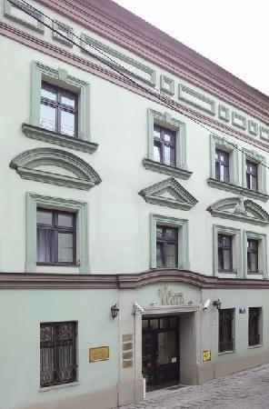 Eden Hotel: exterior
