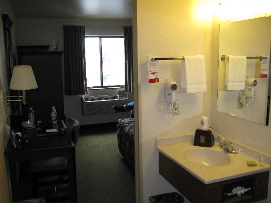 Super 8 Butte Mt: Our Room