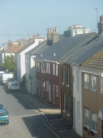 Deal (เมืองดีล), UK: View down Middle Street, Deal