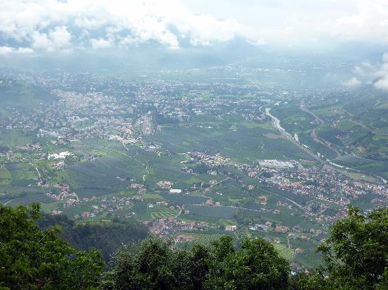 Lagundo, Italia: Ausblick mit Nebelschwaden