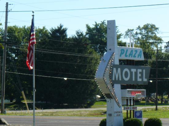 Plaza Motel Bryan: Sign