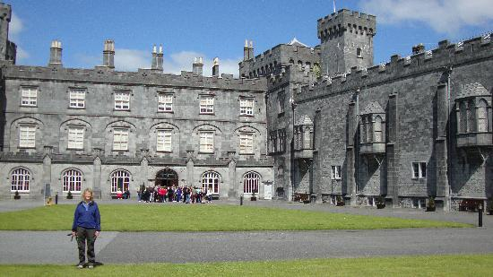 Abbeyview Bed & Breakfast: Castle In Kilkenny