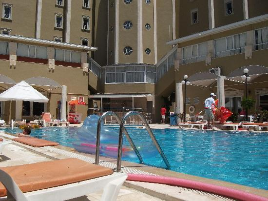 Anemon Hotel: quiet and clean pool area