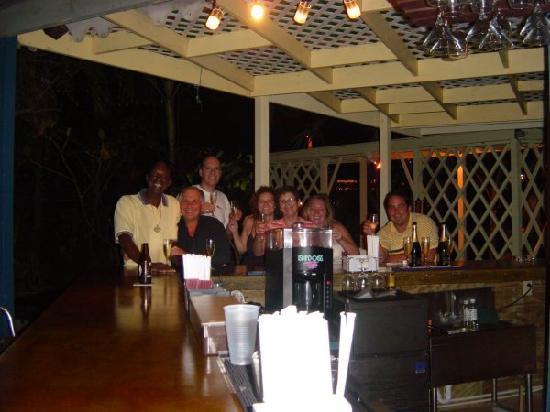 Red Rock Restaurant & Bar: Fun at the Bar