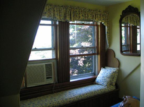Pleasant Street Inn : Window seat