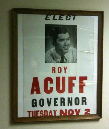 Hampton Inn Caryville - I-75 / Cove Lake State Park: I never knew Roy Acuff ran for governor!