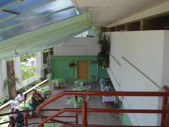 Hotel Orense Express: la terraza y el restautante