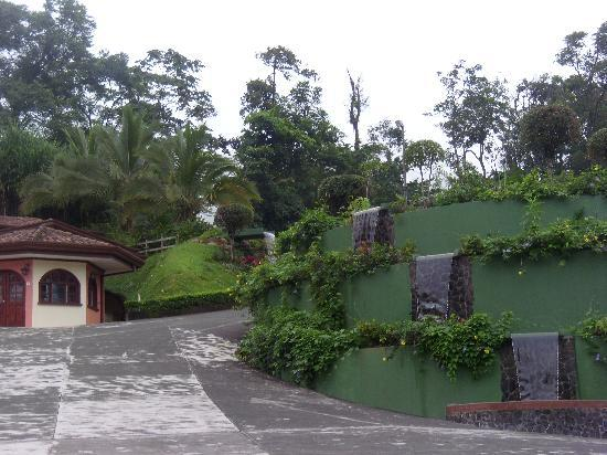 El Tucano Resort & Thermal Spa: Entrance with waterfalls