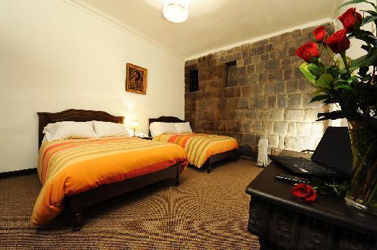 Loreto Boutique Hotel: Habitacion con muro inca original
