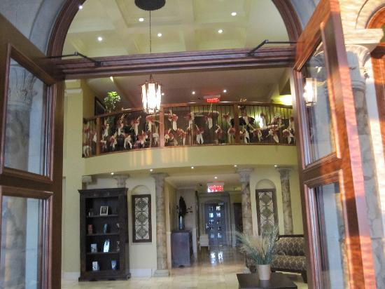Hotel Brossard: The Front Lobby