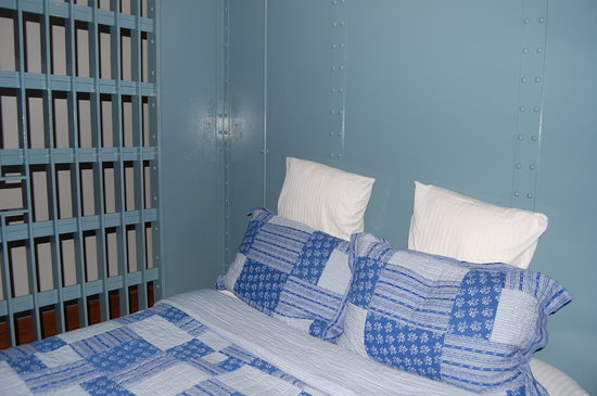 JailHouse Inn: Our bed
