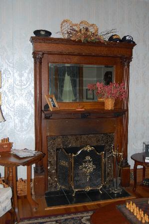 JailHouse Inn: Fireplace