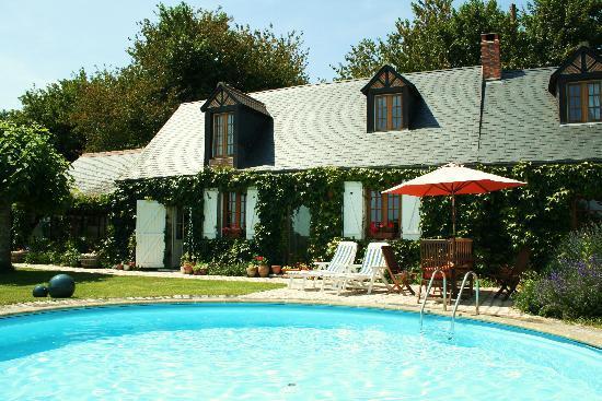 La Picardiere: The Pool