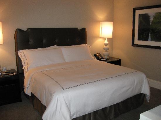 Waldorf Astoria Chicago : bedroom