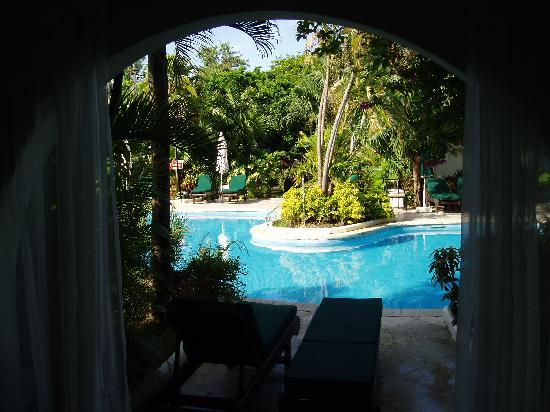 Holetown, Barbados: Pool view from our window