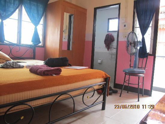 Thapae Gate Lodge: the room
