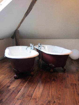 Oddfellows Chester: Our gorgeous twin bathtubs.