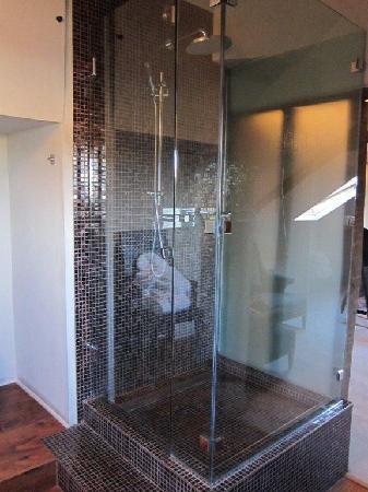 Oddfellows Chester: Lovely shower.