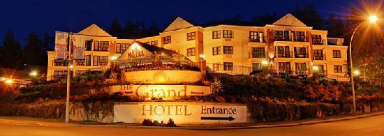 The Grand Hotel Nanaimo: Beautifull entrance