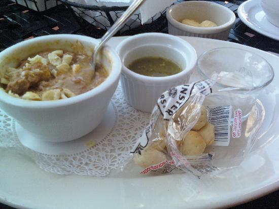The Gate House : Golden Ale Turkey Chili Verde - cup