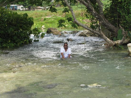Negril, Jamajka: Sitting in the river