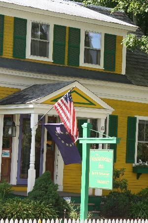 Woodstocker Inn: Bet you can't miss it
