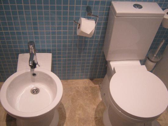 Dynastic Hotel : Bathroom