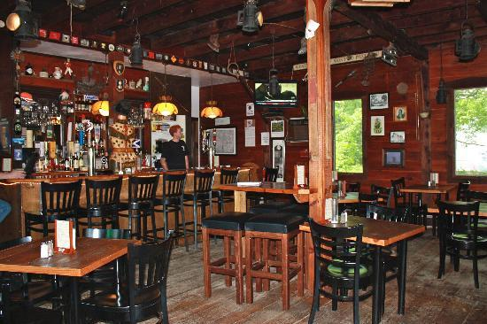 MacLaomainn's Scottish Pub: Inside seating and bar area