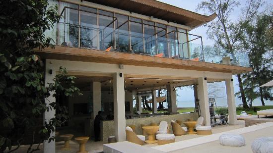 Renaissance Phuket Resort & Spa : beach bar and restaurant