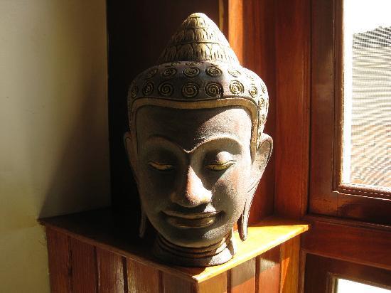 The Kool Hotel: Bust of Jayavarman on 1st floor