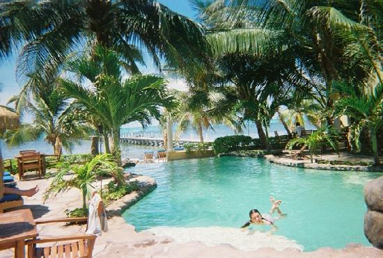 Belize: Pool at Pelican Reef