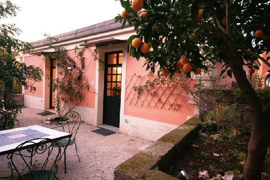 B&B Villa Castelcicala: garden outside suite don fabrizio don paolo