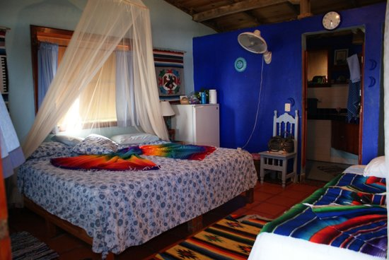 Casa Ki: The large bed in bungalow Azul