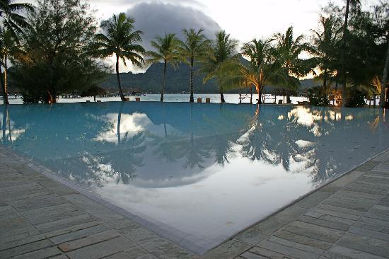 InterContinental Bora Bora Resort & Thalasso Spa: La piscina del hotel