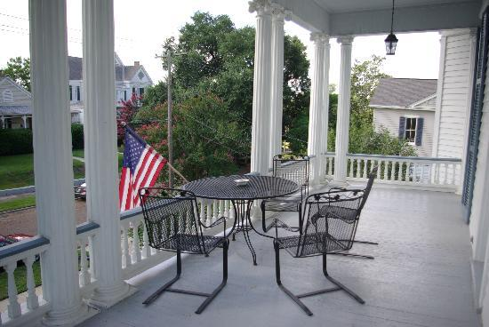 Bisland House Bed and Breakfast: The balcony