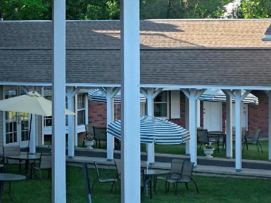 Yankee Inn: front door