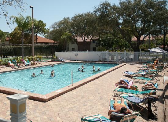 Shorewalk Vacation Villas: Heated Pool