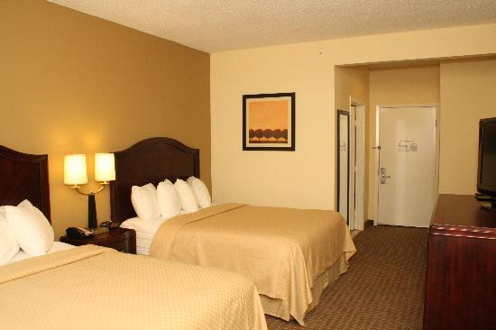Quality Inn & Suites North: Double Bed