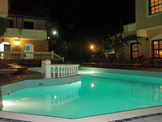 Ino Village Hotel : pool area