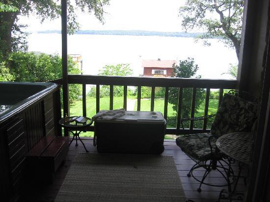Duck Inn Lake Palestine Bed & Breakfast: The balcony