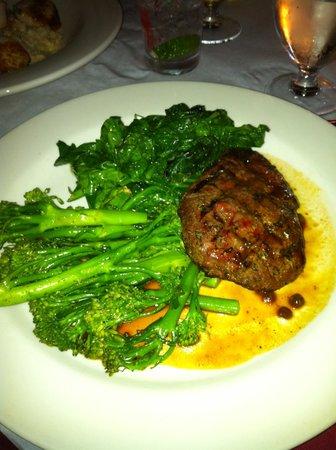 Bridge Cafe : Buffalo steak, brocolini, garlic spinach