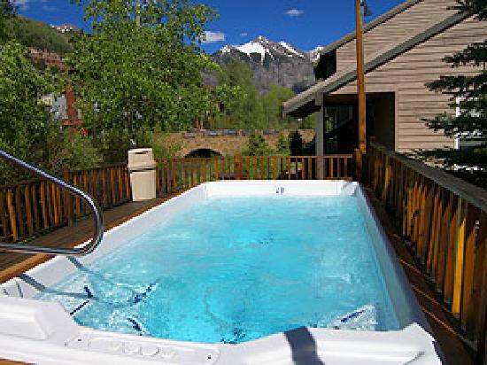 Mountainside Inn: Hot Tub