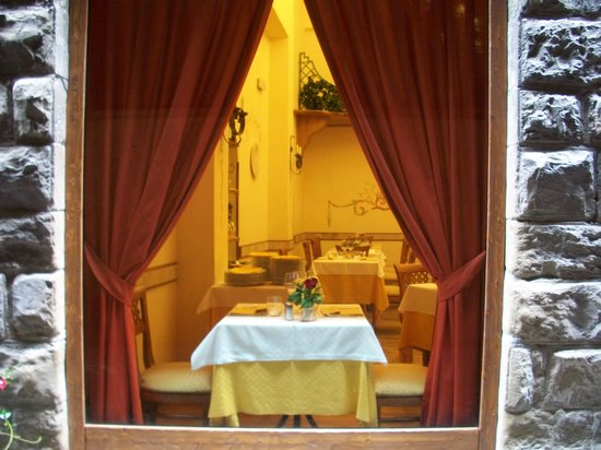 Osteria dei Baroncelli: small table by the window