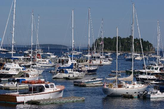 Grand Harbor Inn : Looking to the right out of room