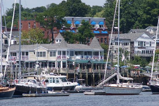 Grand Harbor Inn: Hotel from the water